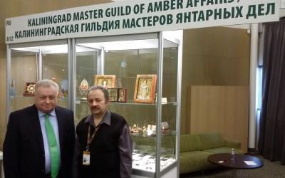 Russian Ambassador toLithuania AlexanderUdaltsov andamber artist YutiyVelikotskiy
