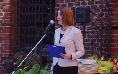 Irina Toropova, deputy director forresearch oftheKaliningrad Regional Amber Museum, isopeninig theceremony