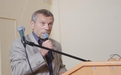 Professor of the TarasShevchenko Kiev National University ViktorNesterovsky atthemicrophone
