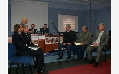 Дискуссия участников конференции на тему: «Стоит ли дать возможность населению добывать янтарь непромышленным способом?»