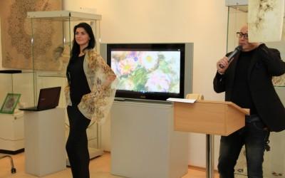 Модельный показ 1 лота: шарфик «Ромашки»,     продан за 9000 руб