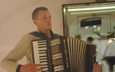 Музыка французских композиторов в исполнении     калининградского аккордеониста Алексея Згама