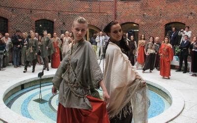 Демонстрация коллекции одежды и     украшений «Янтарина» молодых     дизайнеров студии Светланы Гнатуш