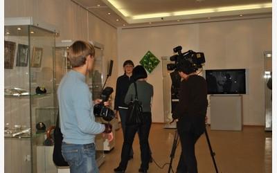Дает интервью Марина Кулакова, коллекционер винтажных украшений (Рига)