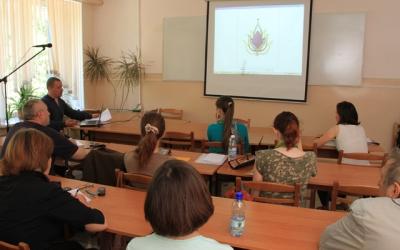 Денис Владимирович Копосов читает лекцию     «Внедрение современных технологий в     производство ювелирных украшений»