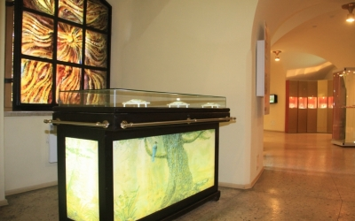 Новая витрина экспозиционного раздела     «Включения в янтаре»