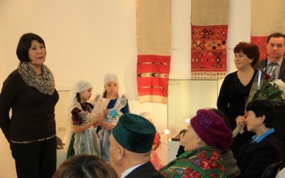 Гостей приветствует Салима Ягудина, председатель Региональной общественной организации общества культуры тюркоязычного населения «Кардашлар»