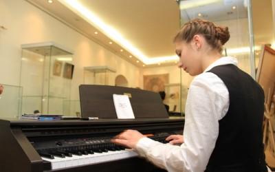 Музыкальное сопровождение – молодой композитор Алиса Ляхова