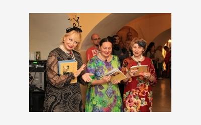 Участники клуба «Миллинери» (Москва) -     творческого объединения дизайнеров     головных уборов, аксессуаров и авторского     костюма класса люкс