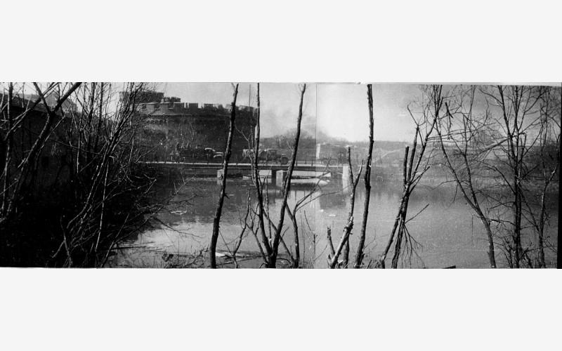 Вид на башню «Дона» со стороны рва. Проход военной техники по мосту через Росгартенские ворота.